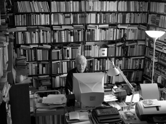 Jan Reichow in his study - Digitalphoto 02/2008 ©  J.Marc Reichow